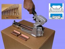 One-handed stapler / for carton sealing