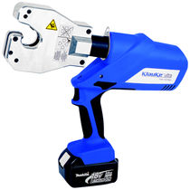 Battery-operated crimping tool / for cable lugs