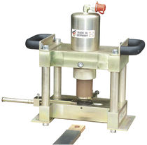 Hydraulic punching machine / for laminated bus bars / cutting