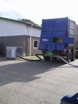 Bulk products unloading unit / for containers