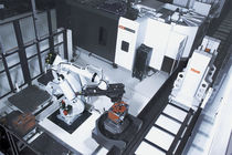 Robotic machining cell / for machining centers