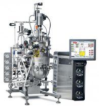 Floor-standing bioreactor / process / pilot