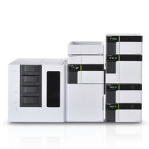 Ultra-high-performance liquid chromatograph / multi-detector / laboratory