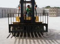 Hydraulic manipulator / fork / concrete block / loading