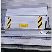Manual dock leveler / vertical