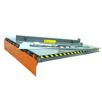 Hydraulic dock leveler / telescopic