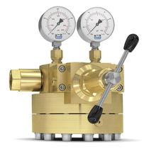 Gas pressure regulator / single-stage / dome-loaded / brass
