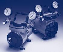 Piston vacuum pump / lubricated / high-vacuum