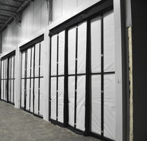 Wall curtain / for cold storage warehouses