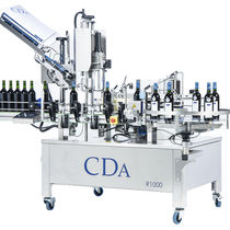 Automatic labeler / for self-adhesive labels / with capsuling system / for the wine industry