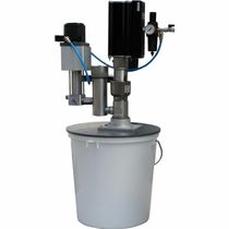 Feeding unit with piston pump / glue