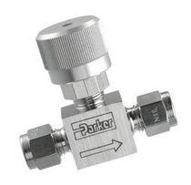 Needle valve / compact