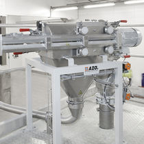 Vibrating screener / for bulk materials / for the food industry