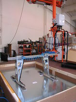 Balanced manipulator / pneumatic / with gripping tool / for mirrors