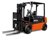 4-wheel electric forklift truck 8 000 - 10 000 lb Doosan Infracore America Corporation