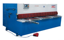Guillotine shear / hydraulic / for metal sheets