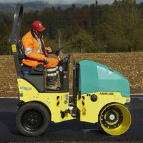 Tandem road roller / combination / vibrating / articulated