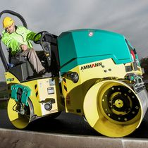 Tandem road roller / vibrating / articulated / towed