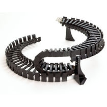 Plastic drag chain / snap-open / modular / for circular movement