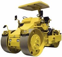 Static three-wheel road roller / articulated