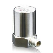 Piezoelectric accelerometer