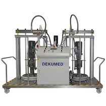 Two-component resin mixer-dispenser / with gear pump