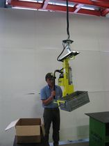 Manipulator with gripping tool / turning / crate / for lifting