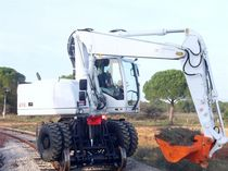 Medium excavator / rubber-tired / for construction / diesel
