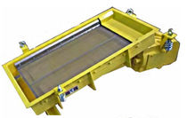 Vibrating feeder sieve / for bulk materials / for pharmaceutical applications / control