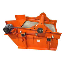 Linear vibrating screener / for bulk materials / for recycling