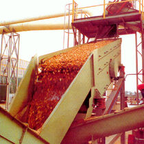 Vibrating screener / for bulk materials / drainage / for mining