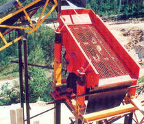 Linear vibrating screener / for bulk materials / for mining