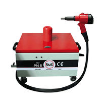 Hydro-pneumatic riveting tool / for blind rivets / with controller
