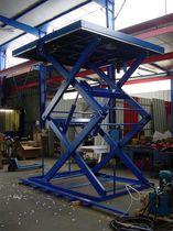 Scissor goods lift / hydraulic