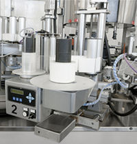 Automatic labeler / for self-adhesive labels / rotary