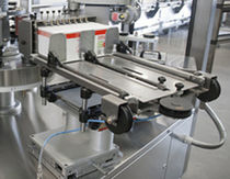 Automatic labeler / hot-melt glue / rotary