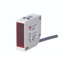 Reflex type photoelectric sensor / rectangular / infrared
