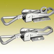 Adjustable draw latch