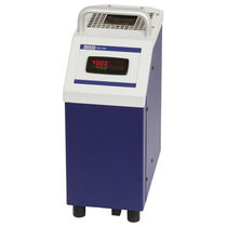 Temperature calibrator / portable / dry-block / compact