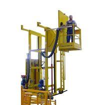 Single-mast mast climbing work platform
