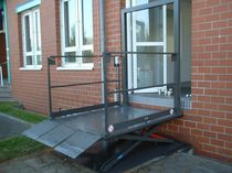 Scissor lift / hydraulic / for disabled persons
