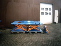 Scissor lift table / hydraulic / low-profile