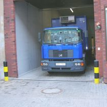 Access platform / for trucks