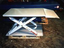 Scissor lift table / hydraulic / with ramp