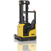 Battery-powered reach truck / side-facing seated / handling