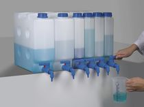 Manual dispenser / liquid