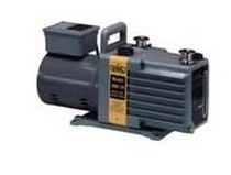 Rotary vane vacuum pump / lubricated / two-stage