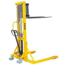 Manual stacker truck / walk-behind / for warehouses / straddle