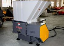 Single-shaft shredder / for wood / rubber / plastics