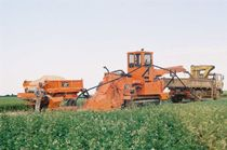 Chain trencher / tracked